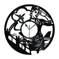 Настенные часы из пластинки Стюардесса, подарок стюардессе, бортпроводнице, пилоту авиалайнера, 1514