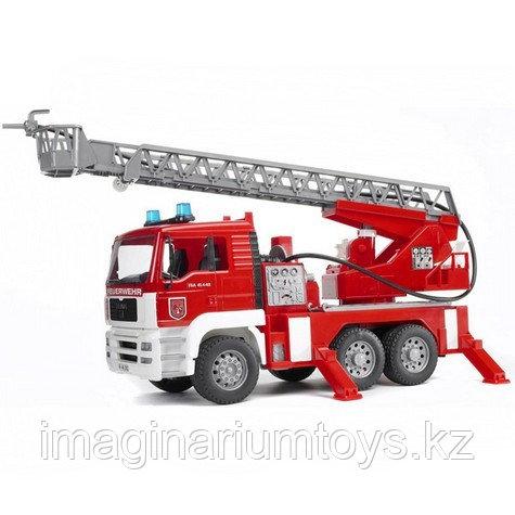 Bruder Пожарная машина Мерседес с водным шлангом, звуком и подсветкой