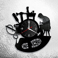 Настенные часы из пластинки, Мастерская по ремонту обуви, подарок сапожнику, обувному мастеру, 0535