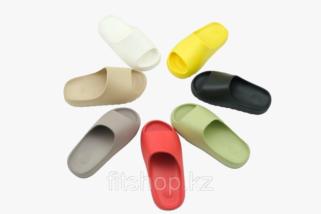 Женские сланцы Adidas Yeezy Slide