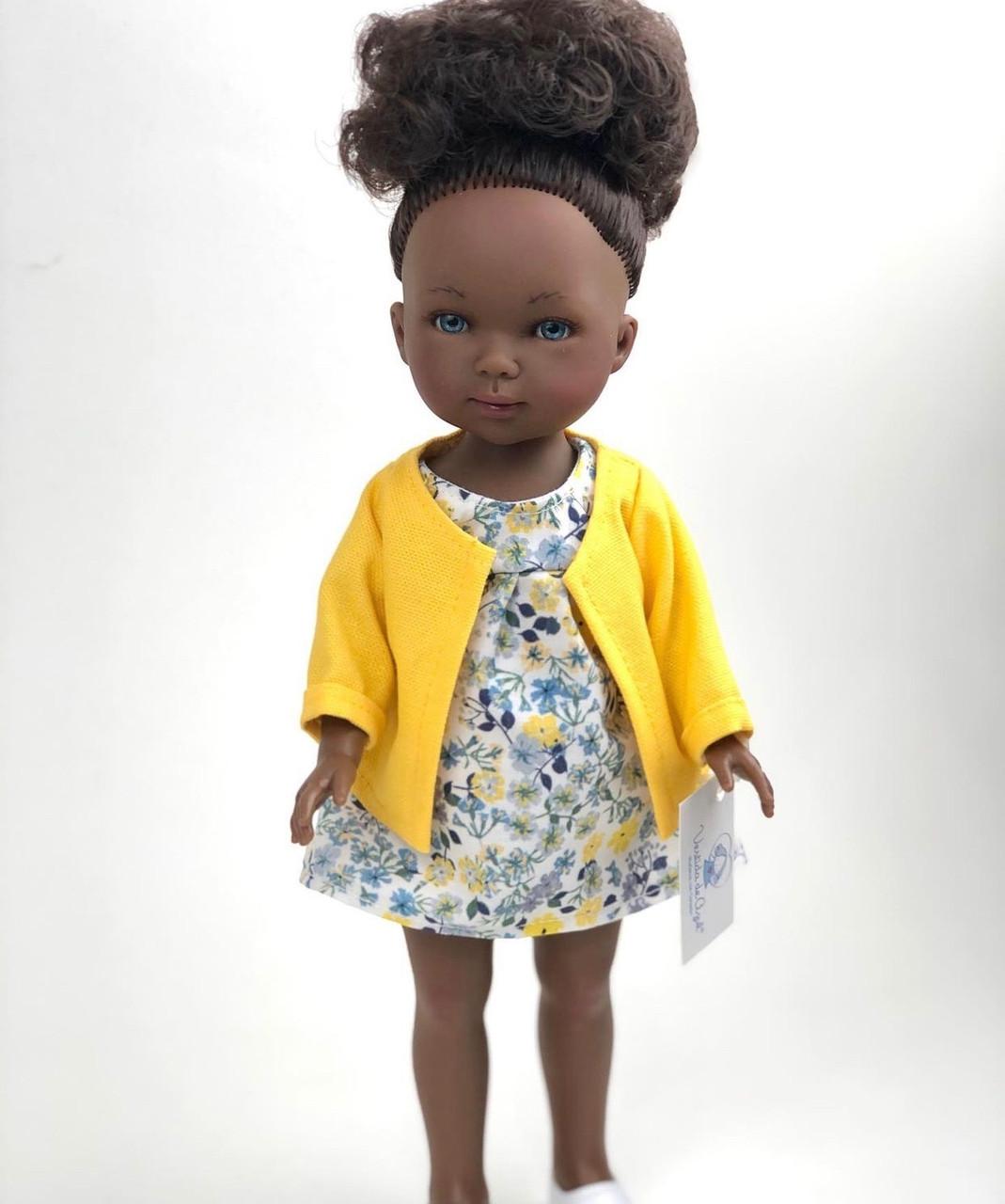 Карлота в платье с принтом + желтая куртка, 28 см / CAR-730 / (Vestida de Azul, Испания)/ в подарочной коробке