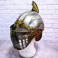 Рыцарский шлем с подвижным подъемным забралом бутафория серебристый с медными вставками
