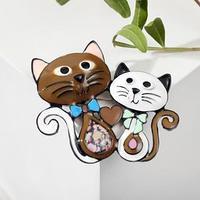 Брошь мультяшная 'Кот и кошка', цветная в чёрном металле