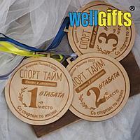 Медаль из дерева с лентой
