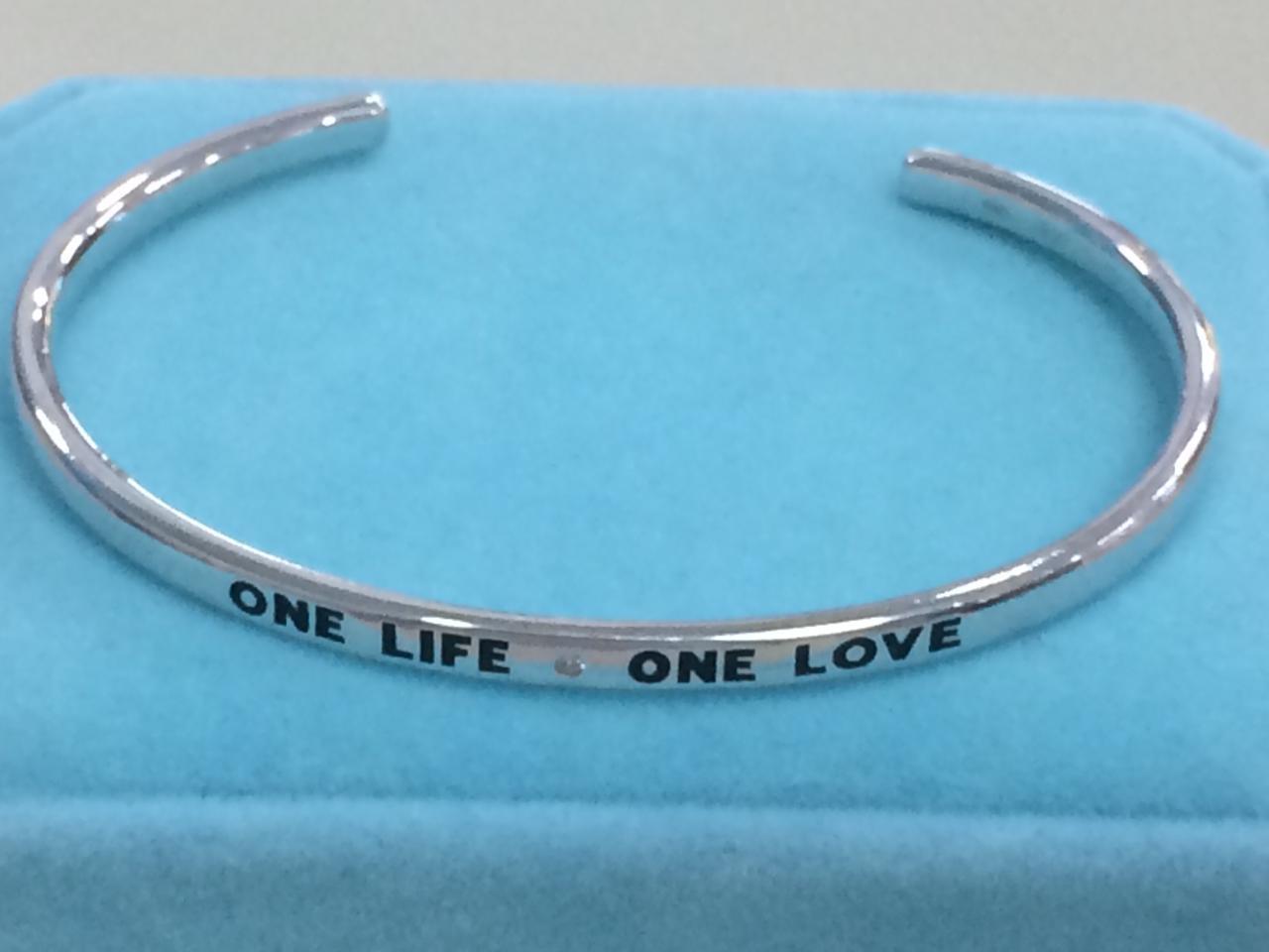 """Браслет """"One life. One love"""" / серебро"""