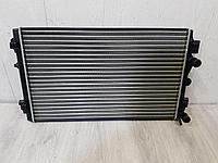 6R0121253 Радиатор основной охлаждения двигателя для Volkswagen Polo Sedan 2011- Б/У
