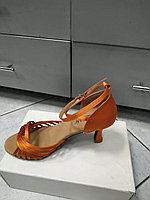 Туфли для танцев, - золотой каблук