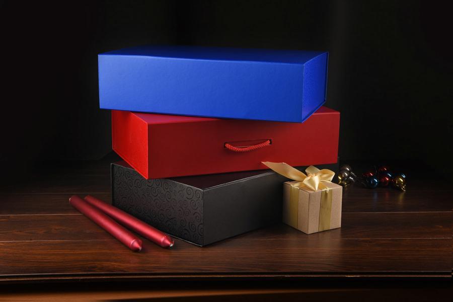 Коробка складная подарочная с ручкой, красный, 37x25 x10cm, кашированный картон, тисн, шелкогр. - фото 2