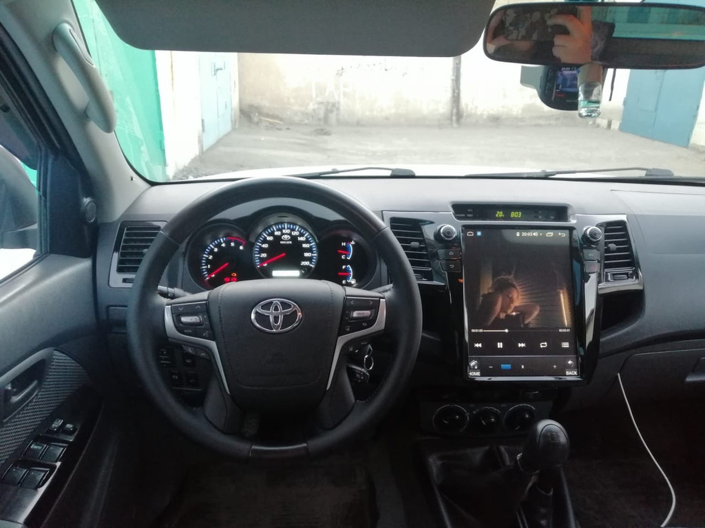 Наши клиенты Установили руль на Hilux Vigo 2012-15 дизайн LC200