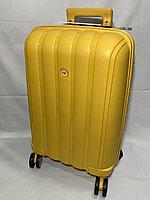 """Маленький пластиковый дорожный чемодан на 4-х колесах""""FAST STEP'. Высота 56 см, ширина 35 см, глубина 21 см., фото 1"""