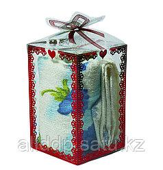 Полотенце в подарочной упаковке (белое с голубыми цветами), 11 см