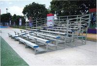 Трибуна для зрителей мобильная -Трехуровневая скамья из алюминия с низкой спинкой.