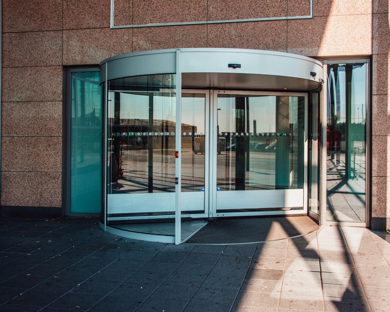 Карусельные (револьверные) двери GEZE Германия - фото 5
