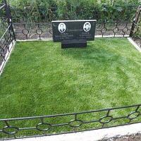 Укладка газона на могилу