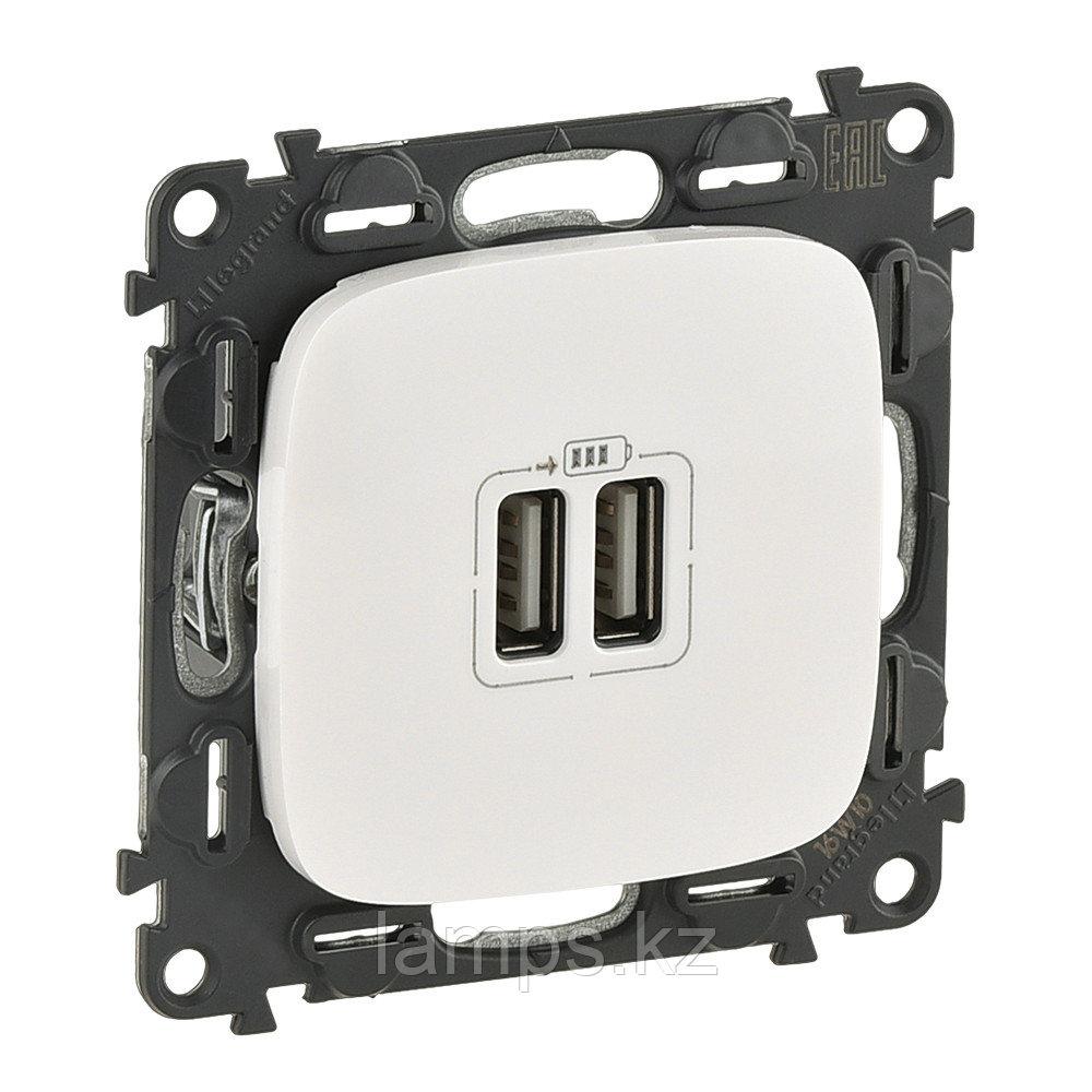 Зарядное устройство с двумя USB-разьемами 240В/5В 1500мА.С лицевой панелью.Белый