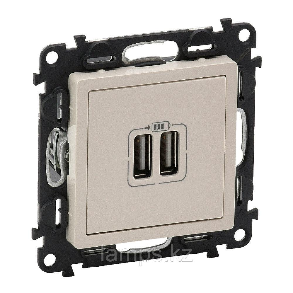 Зарядное устройство с двумя USB-разьемами 240В/5В 1500мА.С лицевой панелью.Слоновая кость