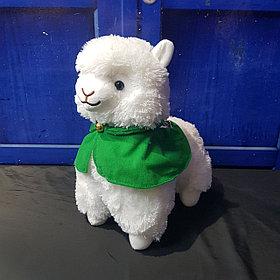 Плюшевая альпака с плащом, белая (35 см)