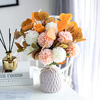 Цветок для стола с помпоном из эвкалипта и хризантемой