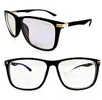 Компьютерные очки хамелеоны с тоненькой душкой с золотистой вставкой узкая оправа матовая Plazma черные