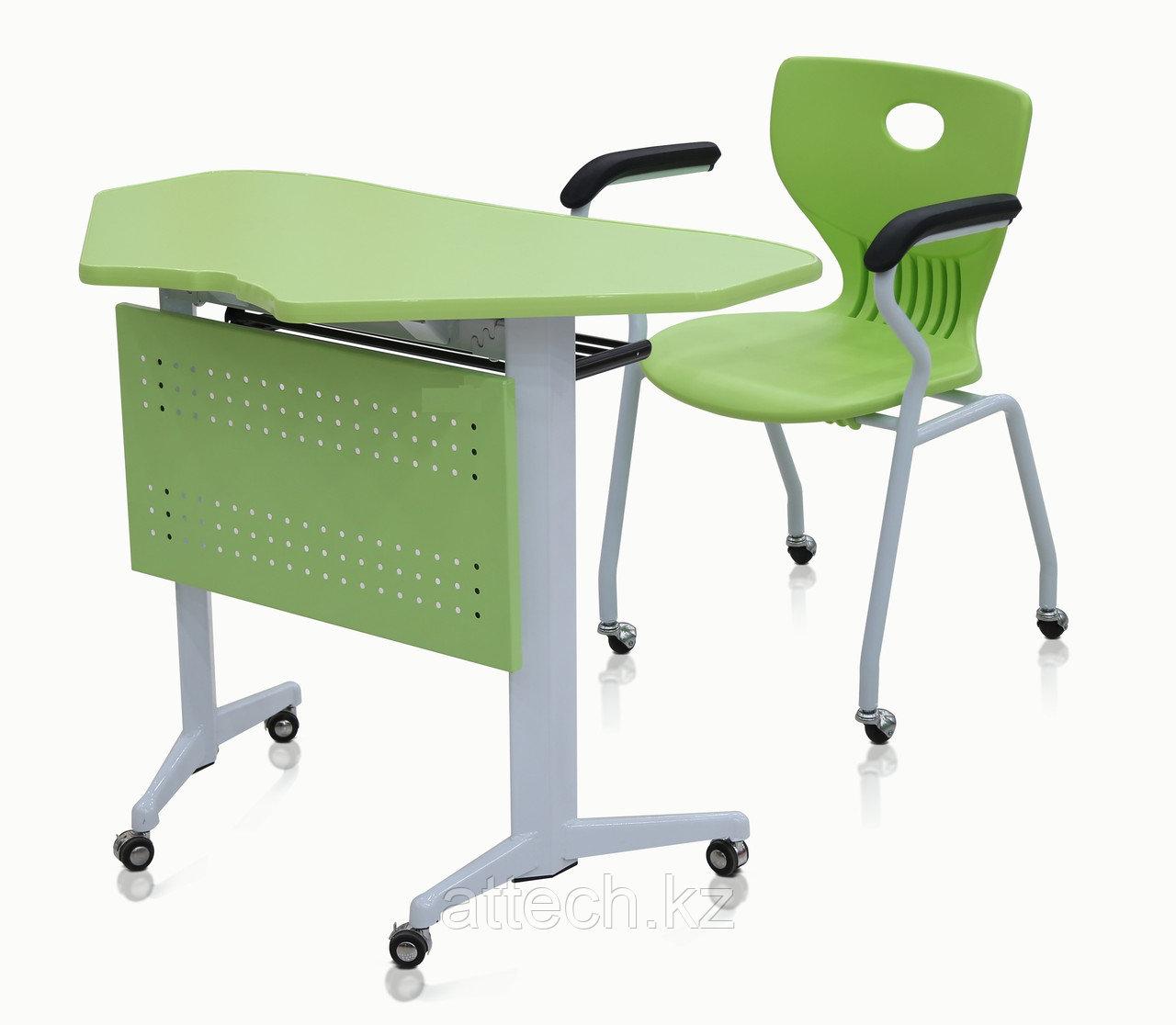 Стол-трапеция и стул на роликах