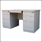 Офисный стол с 3 выдвижными ящиками