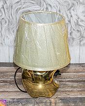 Светильник настольный с декором. Материал: Керамика/Пластик. Цвет: Золотистый.