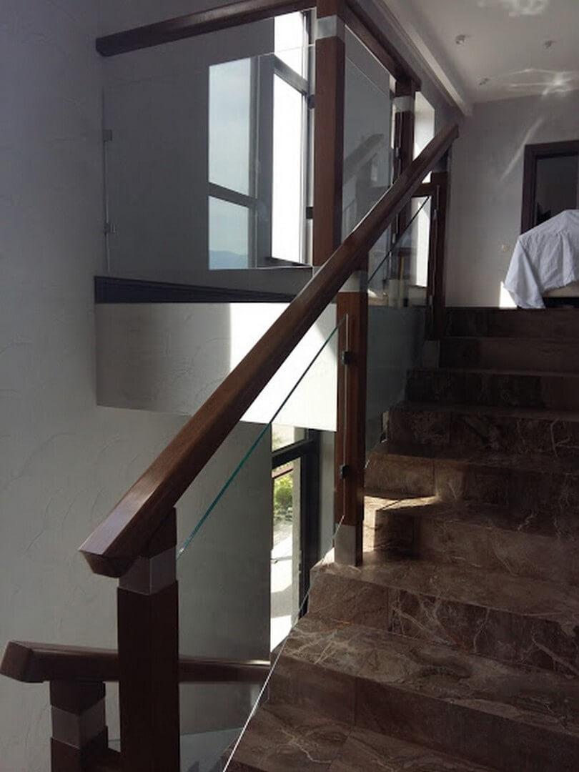 Перила стеклянные для лестниц