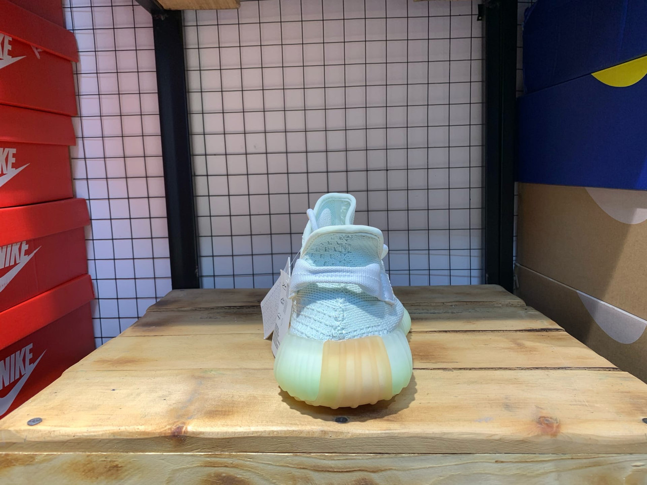 Кроссовки Adidas Yeezy Boost 350 V2 Hypers - фото 4
