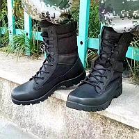 Военные ботинки с высокими берцами