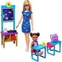 Mattel Barbie Игровой Набор Учитель космонавтики с куклой Барби и ребенком в классе с аксессуарами GTW34
