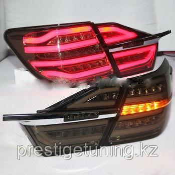 Задние фонари на Toyota Camry V55 2014-17 Дымчатые дизайн Mercedes