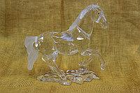 Конь из стекла
