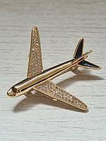 Брошка самолет гражданская авиация с кристаллами на крыльях, золотистый цвет