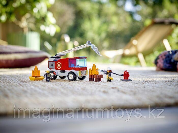 Конструктор LEGO City Лего город Пожарная машина с лестницей 60280 - фото 2