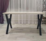 Обеденный стол в мансарде