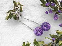 Серьги-шарики с фиолетовыми цветами в эпоксидной смоле