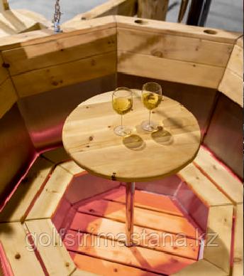 Столик на металлической штанге внутри чана
