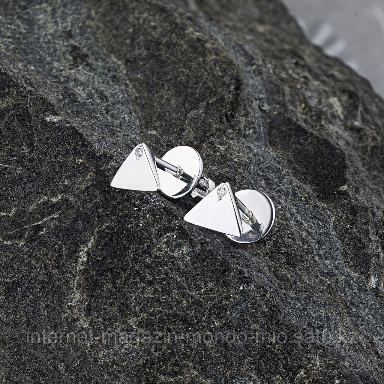 Стильные Пуссеты из серебра с бриллиантом