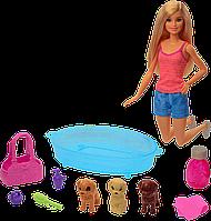 Barbie: Кукла Barbie Купание щенков