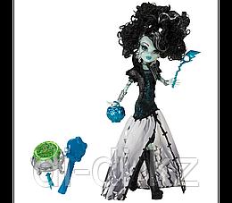 Mattel Куклы Monster High Маскарад в костюмах, Frankie Stein X3712