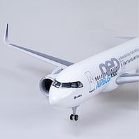 Модель самолета Airbus A320neo в фирменной раскраске Airbus, с LED подсветкой, масштаб 1/80