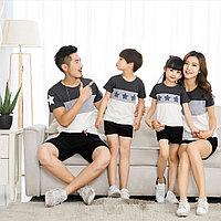 Комплект одинаковых футболок для всей семьи