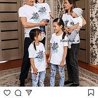 Комплект одинаковых футболок национальном стиле для всей семьи