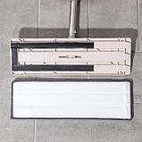 Швабра плоская с вертикальным отжимом Доляна, стальная ручка 125 см, 2 насадки из микрофибры 35×14 см, фото 4