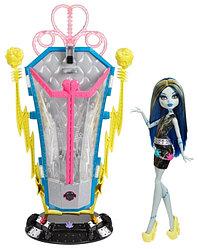 Mattel Куклы Monster High Фрэнки и камера Подзарядки BJR46