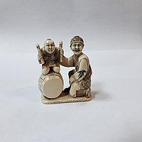 Нэцкэ «Карако на барабане ТАЙКО». нэцкэ символизирует счастье, удачу и благополучие.