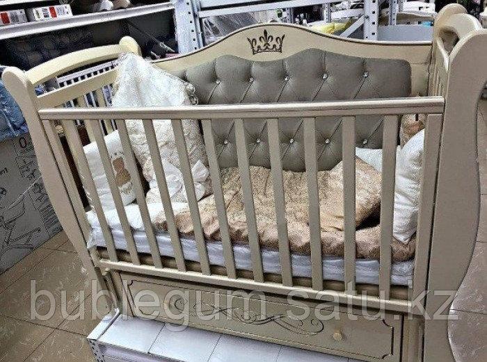 """Кровать детская """"Julia-111"""" Корона с мягкой стенкой, маятником универсальным и ящиком с кравировкой"""