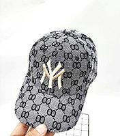Gucci бейсболки с узором GG серая вышитая бежевой нитью