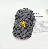 Gucci бейсболки с узором GG серая вышитая желтой нитью