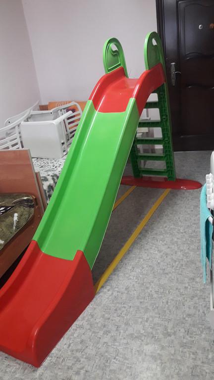Горка детская Doloni 01550/3 зеленая с красным